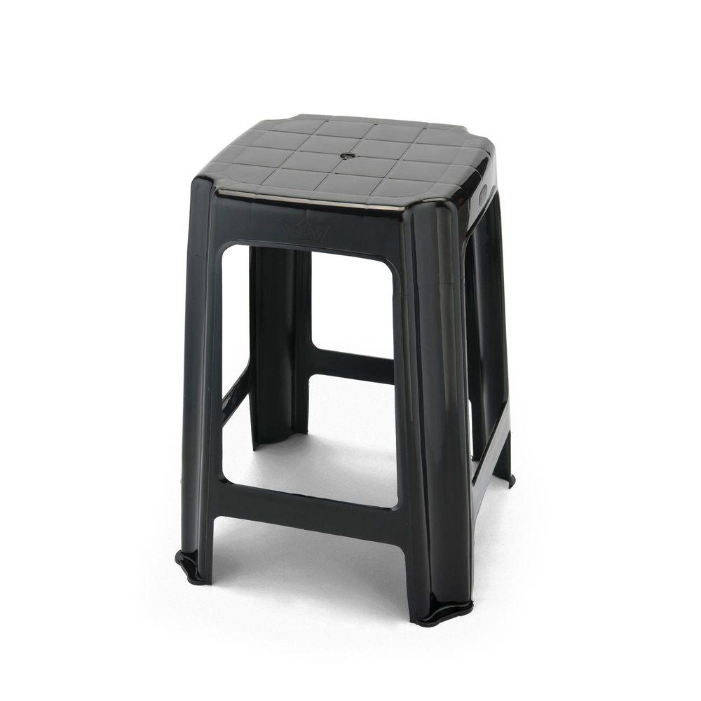 Bancos y sillas de plástico